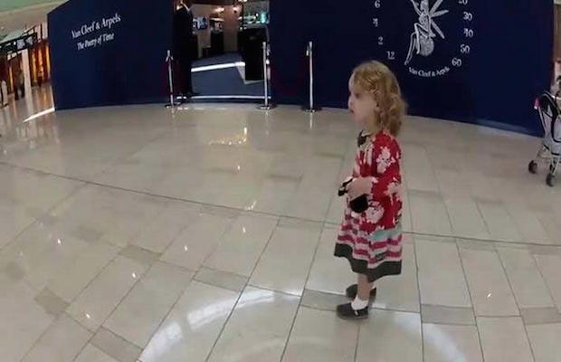 Surprenante réaction d'une petite fille qui entend l'appel à la ...
