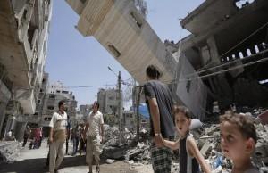 La mosquée Al-Sousi de Gaza a été touchée, mercredi 30 juillet, à 3 heures, par six bombes de l'armée sioniste, qui l'ont complètement ravagée. Le minaret de la mosquée s'est effondré sur des habitations voisines.