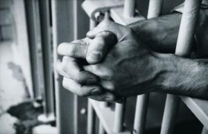 Le tribunal correctionnel de Nanterre a condamné un homme à six mois de prison ferme pour avoir frappé une musulmane voilée.