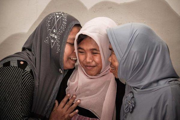 En Indonésie, un couple de musulmans a miraculeusement retrouvé leur fille qui avait disparu lors du tsunami de 2004 et qu'ils croyaient décédée.