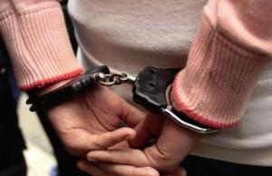 prison menottes