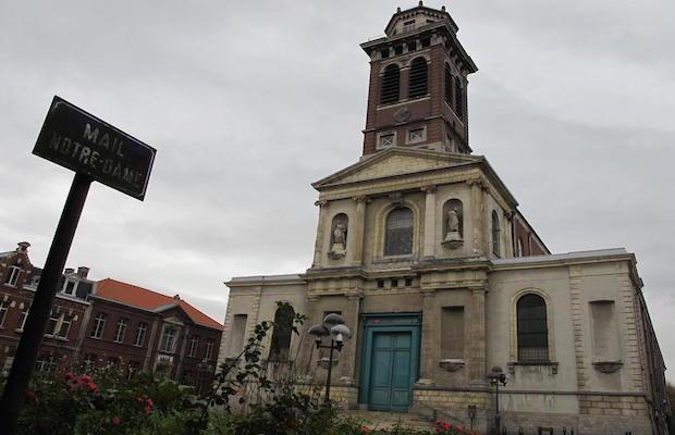 FN mosquée dans une église