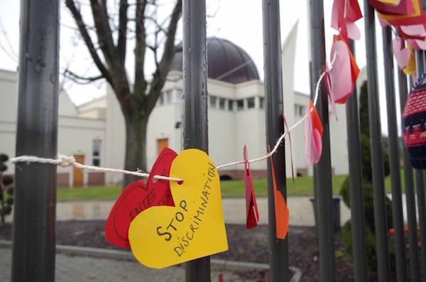Geste symbolique de solidarité  à  la  mosquées de Strasbourg