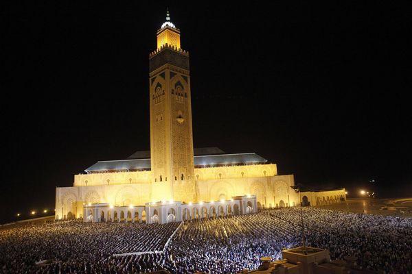 Au Maroc, la grande mosquée de Casablanca est bondée du début à fin du mois de ramadan