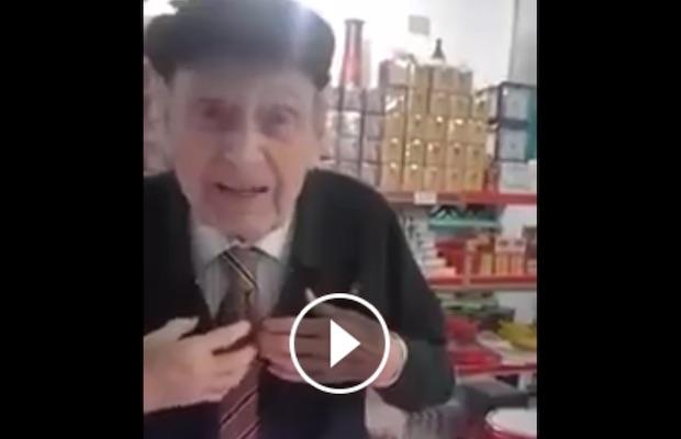 Vieil homme recitation du coran