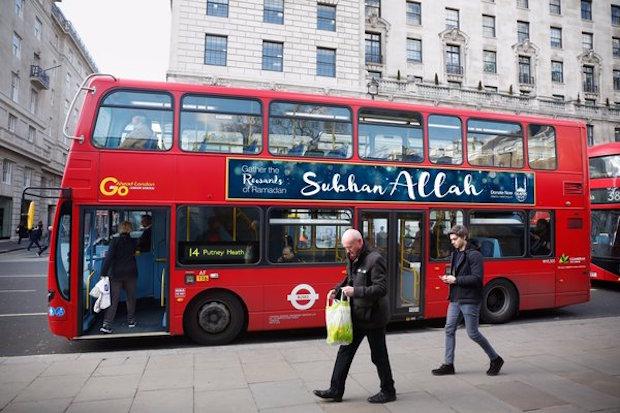 gloire a allah bus