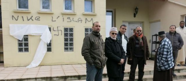 Ozoir-la-Ferrière : des croix gammées taguées sur la mosquée